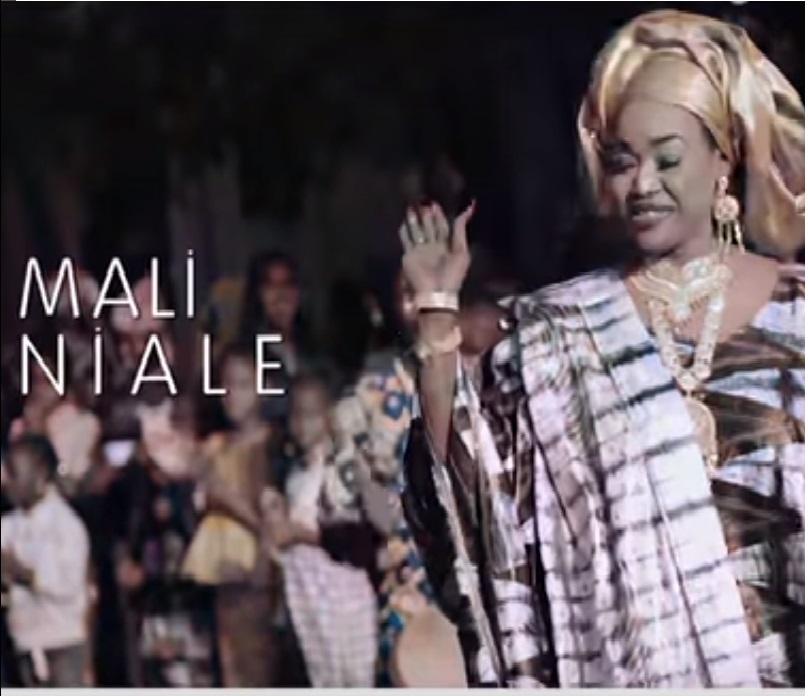 i am looking for a mali nő párizsban)